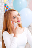 Amies de attente de jeune fille à la fête d'anniversaire Photos libres de droits