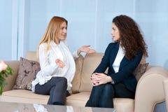 Amies de femme à la maison Image stock