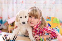 Amies de fille et de chiot Photo stock