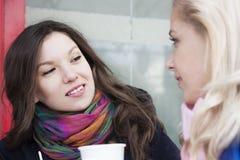 Amies et café Photos libres de droits