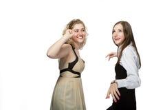 Amies heureuses ayant l'amusement Image libre de droits