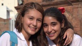 Amies heureuses de sourire de filles Photographie stock libre de droits