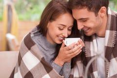 A amiga e o noivo bonitos estão descansando Imagem de Stock Royalty Free