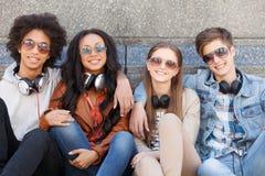 Amigos adolescentes. Fotografía de archivo
