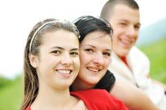 Amigos adolescentes al aire libre Imagenes de archivo
