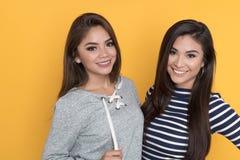 Amigos adolescentes femeninos Imágenes de archivo libres de regalías