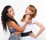 Amigos bonitos das mulheres felizes Fotografia de Stock Royalty Free