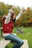 Amigos cheering da menina no jogo fotos de stock royalty free