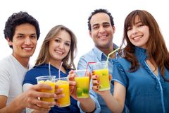 Amigos com cocktail Foto de Stock Royalty Free