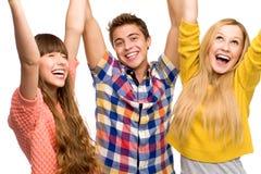 Amigos con los brazos levantados Foto de archivo libre de regalías