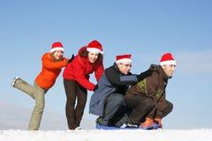 Amigos a conduzir no sledge Fotografia de Stock