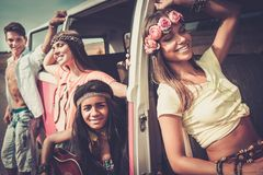 Amigos da hippie em uma viagem por estrada Imagem de Stock