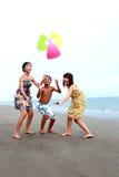 Amigos da praia Fotos de Stock Royalty Free