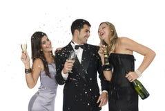 Amigos de Elegants en un partido del Año Nuevo Imágenes de archivo libres de regalías