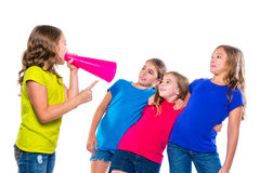 Amigos de grito de la muchacha del niño del líder del megáfono Fotos de archivo
