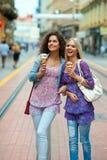 Amigos de la mujer con helado Fotografía de archivo