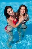 Amigos de la piscina Imágenes de archivo libres de regalías