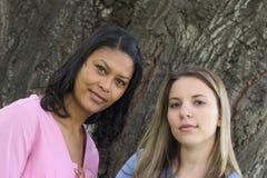 Amigos de las mujeres imagenes de archivo