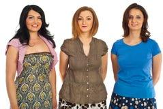 Amigos de las mujeres de la belleza en una fila Imagen de archivo libre de regalías