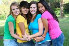 Amigos de menina felizes no parque Fotografia de Stock Royalty Free