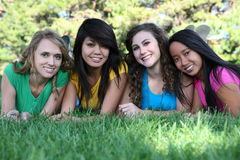 Amigos de menina no parque Fotografia de Stock