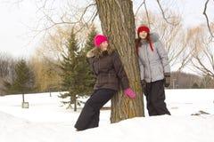 Amigos de muchacha en invierno Fotos de archivo