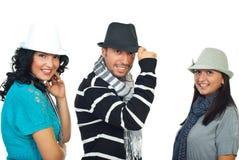 Amigos de risa modernos con los sombreros Imagen de archivo libre de regalías