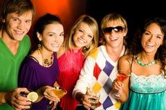Amigos de sorriso Fotografia de Stock Royalty Free