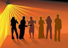 Amigos del baile en club nocturno Imágenes de archivo libres de regalías