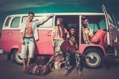 Amigos del hippie en un viaje por carretera Foto de archivo