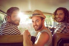 Amigos del inconformista en viaje por carretera fotografía de archivo libre de regalías