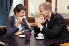 Amigos del negocio durante tiempo del café Imagen de archivo libre de regalías