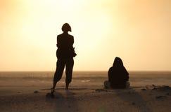 Amigos do por do sol Imagens de Stock