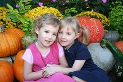 Amigos e irmãs Imagens de Stock
