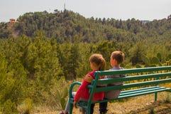 Amigos en el banco Foto de archivo libre de regalías