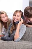 Amigos en el teléfono Fotografía de archivo