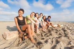 Amigos en la playa Foto de archivo