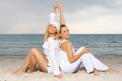 Amigos en la playa Imagen de archivo libre de regalías