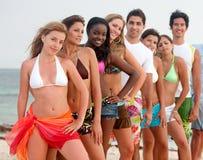 Amigos en la playa Foto de archivo libre de regalías