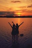 Amigos en la puesta del sol Foto de archivo libre de regalías