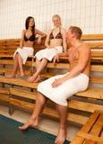 Amigos en sauna fotografía de archivo libre de regalías
