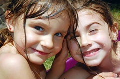 Amigos felices adorables del verano Foto de archivo libre de regalías