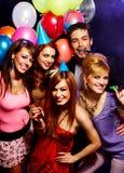 Amigos felices en un partido Foto de archivo