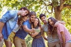 Amigos felices que toman un selfie Fotografía de archivo
