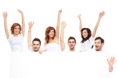 Amigos felizes de sorriso do anúncio Fotografia de Stock Royalty Free