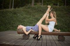 Amigos felizes no parque Foto de Stock Royalty Free