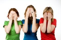Amigos femeninos que cubren ojos Imágenes de archivo libres de regalías