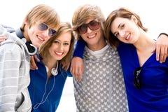 Amigos jovenes felices Fotografía de archivo libre de regalías