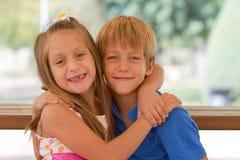 Amigos lindos de los pequeños niños Foto de archivo