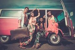 amigos Multi-étnicos del hippie en un viaje por carretera Foto de archivo libre de regalías